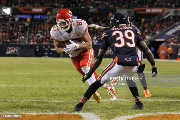 Tight end Travis Kelce of the Kansas City Chiefs runs the ball in for a touchdown against free safety Eddie Jackson of the Chicago Bears in the...