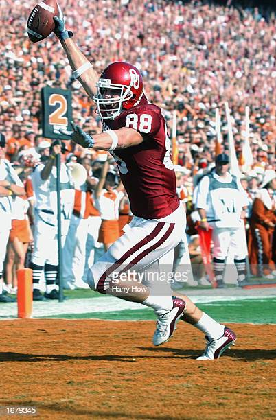 Tight end Trent Smith of the Oklahoma Sooners celebrates a touchdown during the Red River Shootout against the Texas Longhorns at the Cotton Bowl on...