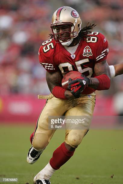 Tight end Vernon Davis of the San Francisco 49ers carries the ball against the Green Bay Packers on December 10, 2006 at Monster Park in San...