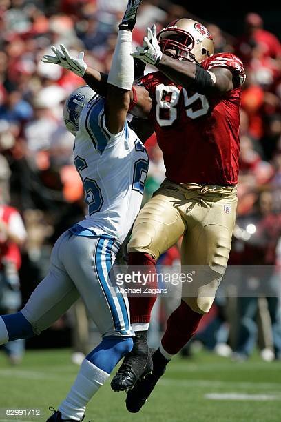 Tight end Vernon Davis of the San Francisco 49ers makes a reception during the NFL game against the Detroit Lions on Bill Walsh Field at Candlestick...