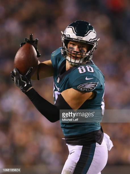 Tight end Zach Ertz of the Philadelphia Eagles catches a pass for a first down against the Washington Redskins in the second quarter during the...