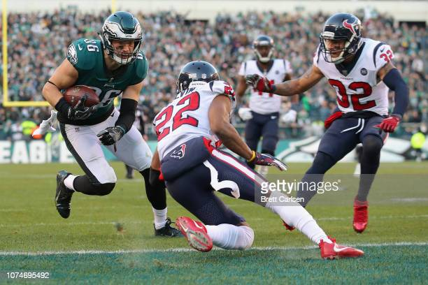Tight end Zach Ertz of the Philadelphia Eagles makes a touchdown reception against cornerback Aaron Colvin of the Houston Texans during the fourth...