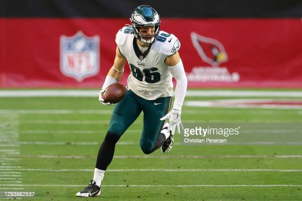 Tight end Zach Ertz of the Philadelphia Eagles runs with the football after a reception against the Arizona Cardinals during the NFL game at State...