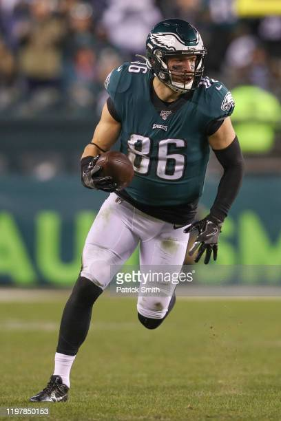 Tight end Zach Ertz of the Philadelphia Eagles rushes the ball against the Seattle Seahawks during their NFC Wild Card Playoff game at Lincoln...