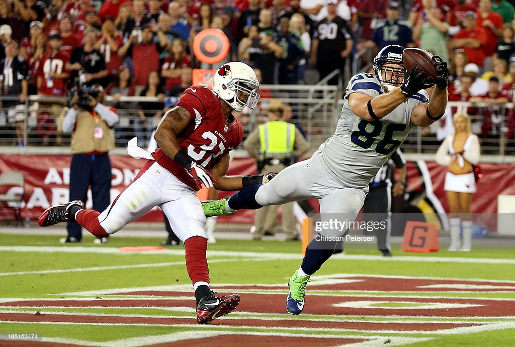 Tight end Zach Miller #86 of the Seattle Seahawks catches a touchdown against the Arizona Cardinals in the second quarter during a game at the University of Phoenix Stadium on October 17, 2013 in Glendale, Arizona.