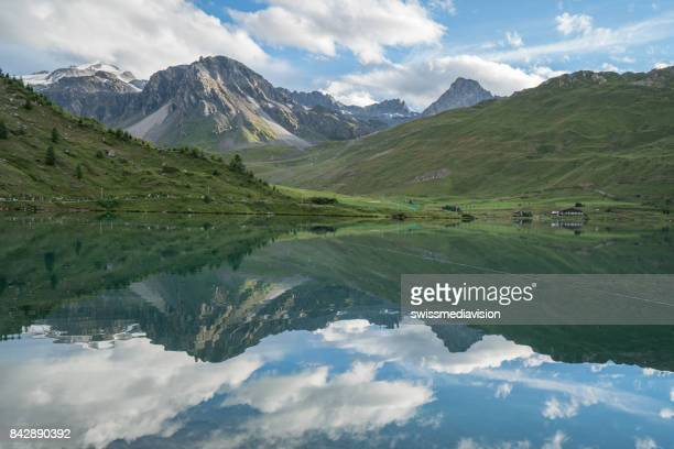 tignes lake, savoie, france - auvergne rhône alpes stock pictures, royalty-free photos & images