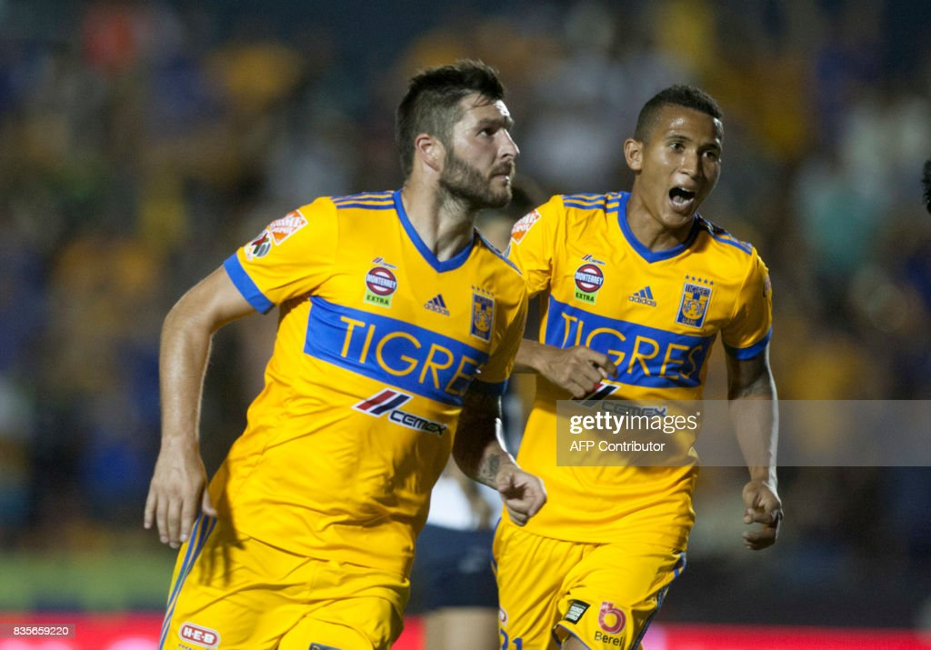 Tigres' Andre Pierre Gignac (L) celebrates after scoring against Pumas during their Mexican Apertura 2017 tournament football match at the Universitario stadium in Monterrey, Mexico on August 19, 2017. / AFP PHOTO / Julio Cesar AGUILAR