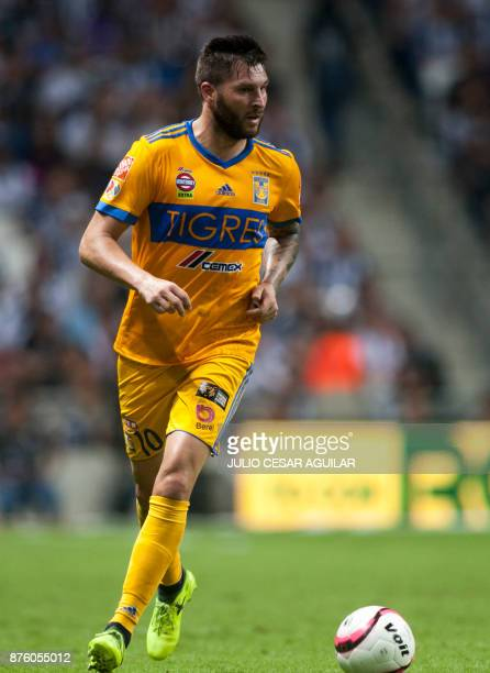 Tigres' AndrePierre Gignac controls the ball during the 2017 Mexican Apertura tournament football match against Monterrey on November 18 2017 in...