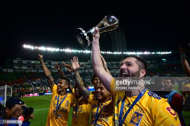 TOPSHOT Tigres' French forward Andre Pierre Gignac celebrate with teammates after winning the final match against Leon and the Mexican Clausura...