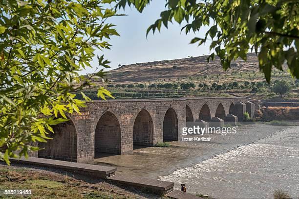 tigris bridge also known as ten arches bridge - diyarbakir stock pictures, royalty-free photos & images