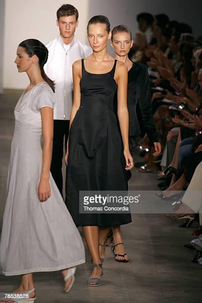 Tiiu Kuik and models wearing Narciso Rodriguez Spring 2006