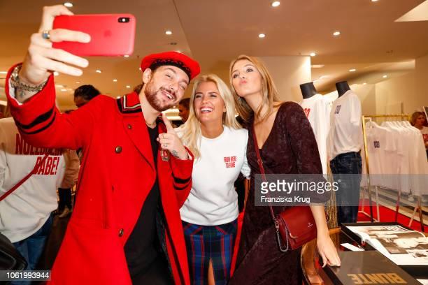 Tijan Marei Sina Tkotsch and Amelie Plaas Link during the Monaco Baby Goes 030 BUNTE At KaDeWe Berlin on November 15 2018 in Berlin Germany