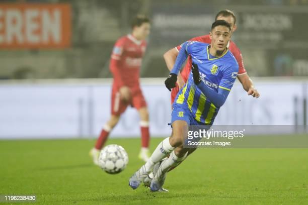 Tijjani Reijnders of RKC Waalwijk Lee Cattermole of VVV Venlo during the Dutch Eredivisie match between RKC Waalwijk v VVVVenlo at the Mandemakers...