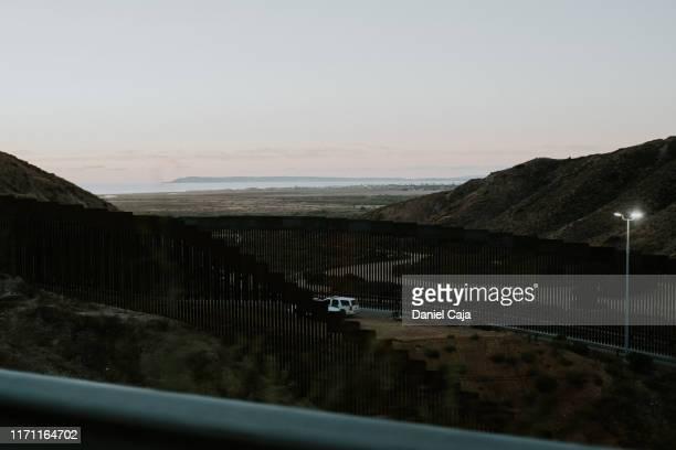 tijuana border - usボーダーパトロール ストックフォトと画像