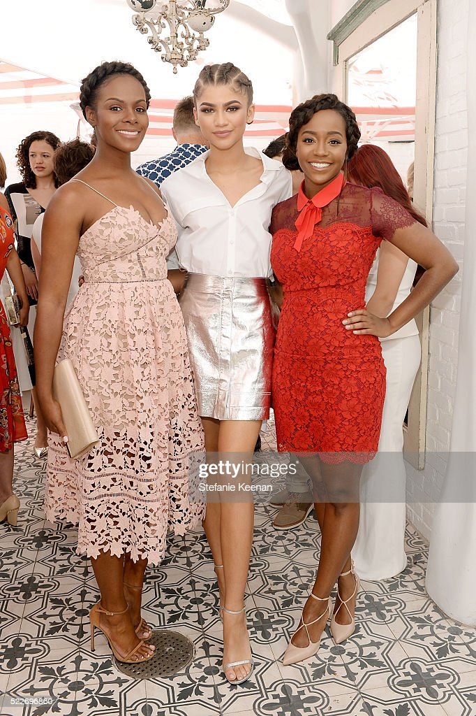 Glamour's Game Changers Lunch hosted by Editor-in-Chief Cindi Leive & Zendaya : News Photo