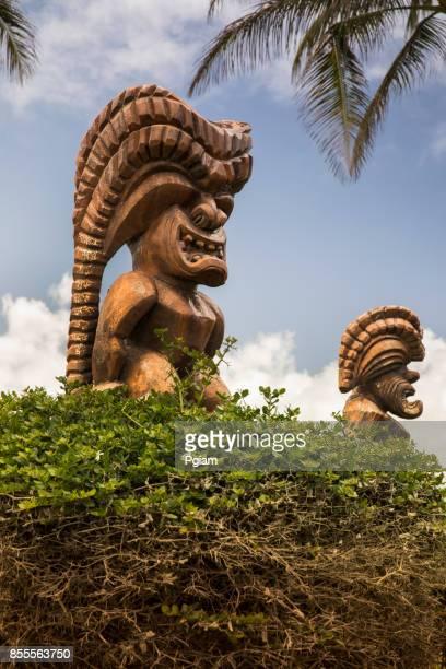 米国ハワイ オアフ島の彫像を彫刻ティキ