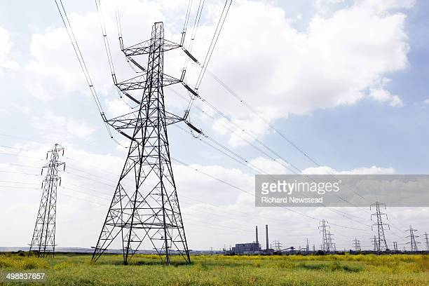 tilbury b power station - power line stock pictures, royalty-free photos & images