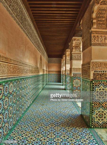 tile alley at the ben youssef madrasa, old islamic college in marrakesh, morocco - victor ovies fotografías e imágenes de stock