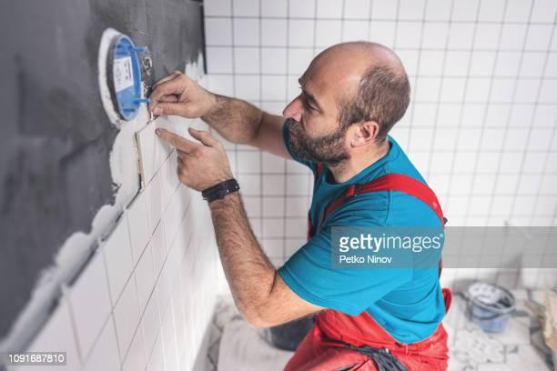 kakel entreprenör plattsättningen - toalett byggnadskonstruktion bildbanksfoton och bilder