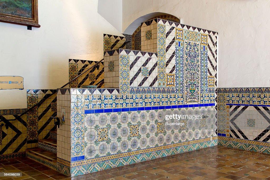 Tile work at the Santa Barbara County Courthouse, Santa Barbara, California : Fotografía de noticias