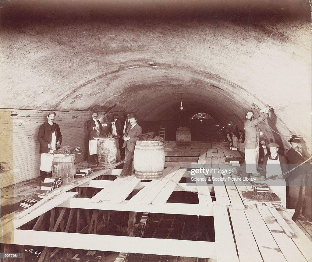 Construction of the Rotherhithe Tunnel, London, 1907. : Fotografía de noticias