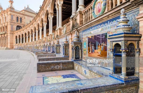 tiles with the allegorie von zaragoza, plaza de espana, sevilla, andalusien, spanien - spanien - fotografias e filmes do acervo