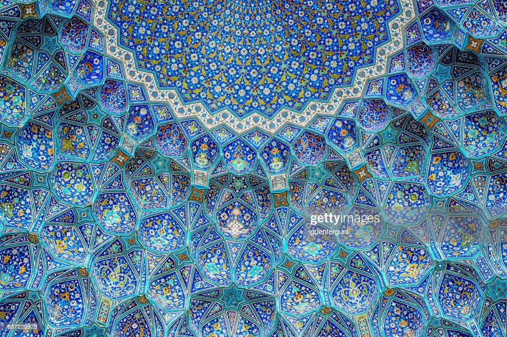 イマム広場のシャーモスクでのタイルワーク、イスファハン、イラン : ストックフォト