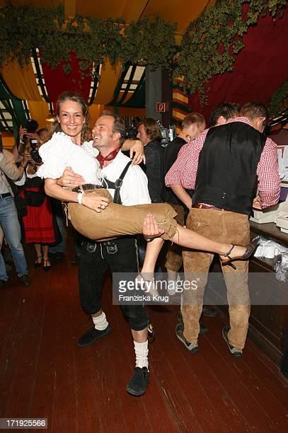 Till Demtröder Und Ehefrau Julia Bei Der Davidoff Nacht Im Hippodrom Beim Oktoberfest In München