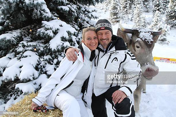 Till Demtröder Und Ehefrau Julia Beim 1 Promi Schlittenhunderennen Tirol Cross Mountain In Kühtai