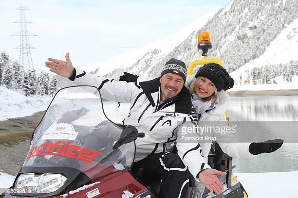 Till Demtröder Und Sanna Englund Beim 1 Promi Schlittenhunderennen Tirol Cross Mountain In Kühtai
