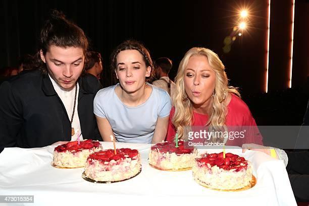 Groovy 30 Top Celebrity Birthday Cakes Fotos En Beelden Getty Images Funny Birthday Cards Online Aboleapandamsfinfo