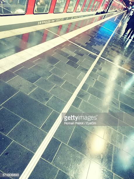 tilt image of railroad station platform - roman pretot stock-fotos und bilder