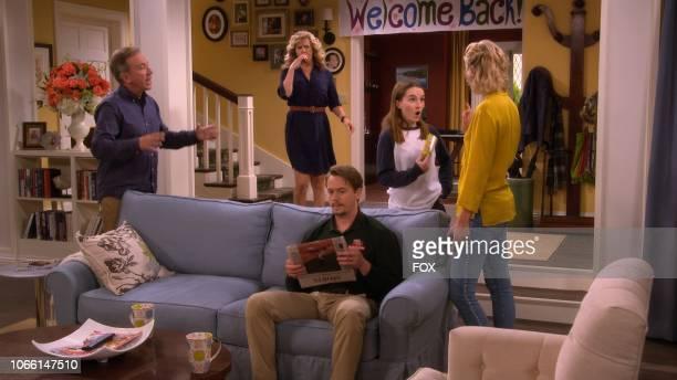 Tim Allen Nancy Travis Christoph Sanders Kaitlyn Denver and Molly McCook in the Welcome Baxter season premiere episode of LAST MAN STANDING airing...