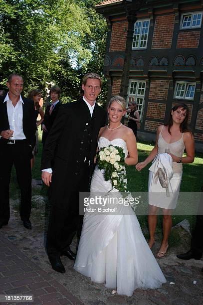 Tim Borowski Ehefrau Lena Christian Vander standesamtliche Hochzeit Gut Sandbeck OsterholzScharmbeck Deutschland ProdNr 999/2006 Standesamt...