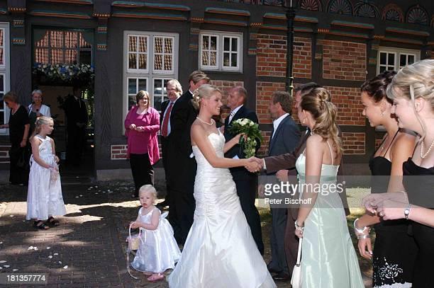 Tim Borowski Ehefrau Lena Thomas Schaaf Matthias Hönerbach standesamtliche Hochzeit Gut Sandbeck OsterholzScharmbeck Deutschland ProdNr 999/2006...