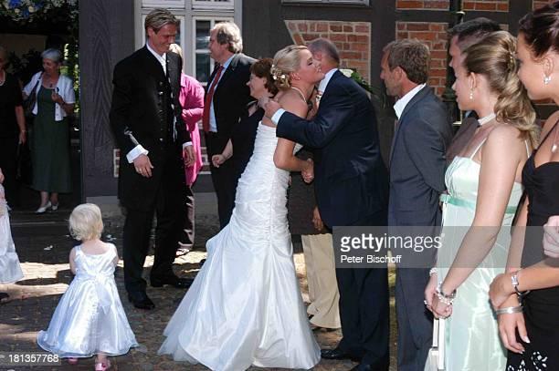 Tim Borowski Ehefrau Lena Thomas Schaaf standesamtliche Hochzeit Gut Sandbeck OsterholzScharmbeck Deutschland ProdNr 999/2006 Standesamt...