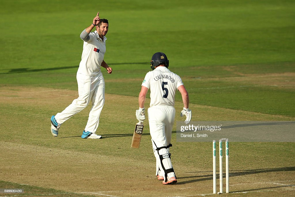Yorkshire v Durham - Specsavers County Championship - Division One : News Photo