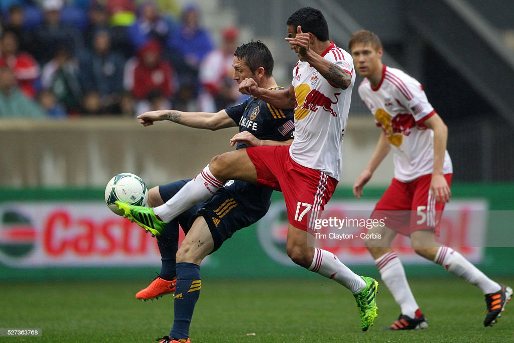 Tim Cahill, New York Red Bulls, challenges Robbie Keane, LA Galaxy, during the New York Red Bulls V Los Angeles Galaxy, Major League Soccer regular season match at Red Bull Arena, Harrison, New Jersey. USA. 19th May 2013. Photo Tim Clayton