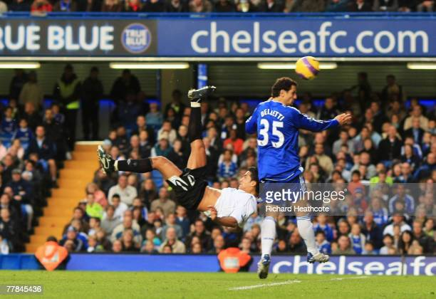 Tim Cahill of Everton scores a bicycle kick during the Barclays Premier League match between Chelsea and Everton at Stamford Bridge on November 11...