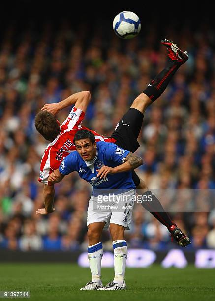 Tim Cahill of Everton tangles with James Beattie of Stoke City during the Barclays Premier League match between Everton and Stoke City at Goodison...