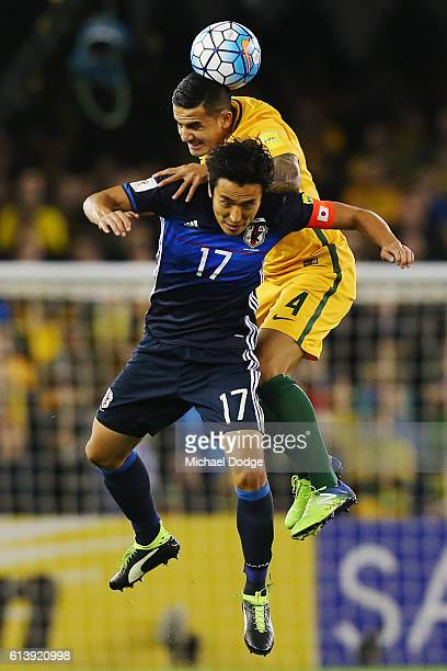 Tim Cahill of the Socceroos hreads the ball over Makoto Hasebe of Japan during the 2018 FIFA World Cup Qualifier match between the Australian...