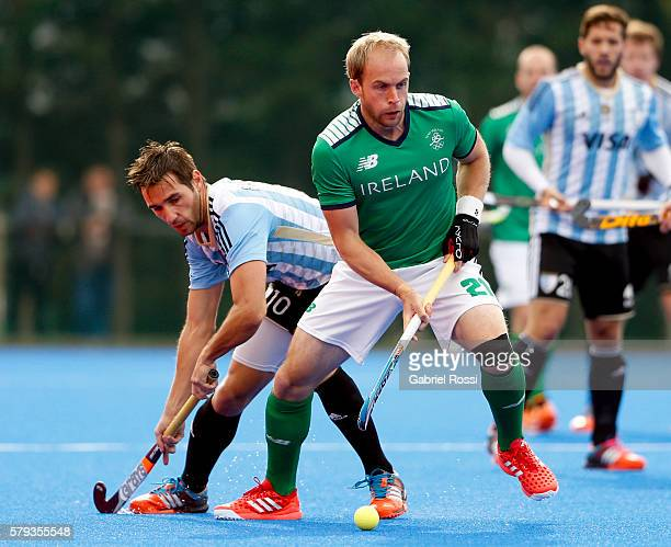 Tim Cockram of Ireland fights for the ball with Matias Paredes of Argentina during an International Friendly match between Argentina and Ireland at...