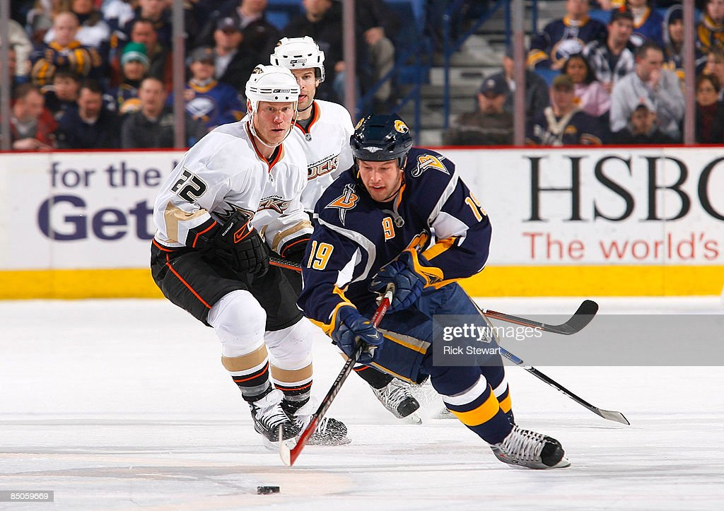 Anaheim Ducks v Buffalo Sabres : News Photo