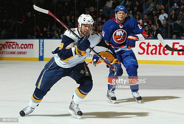 Tim Connolly of the Buffalo Sabres skates against the New York Islanders on February 28 2009 at Nassau Coliseum in Uniondale New York The Isles...