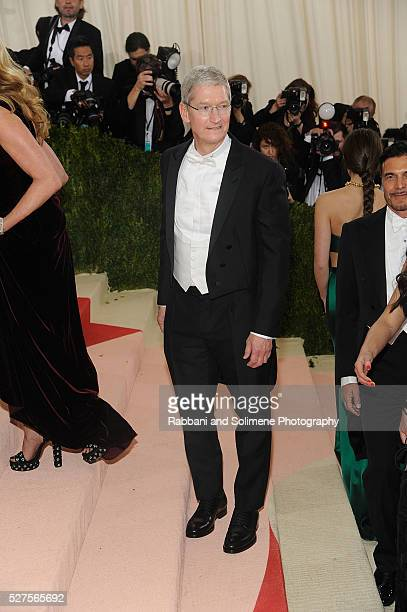 Tim Cook attends Manus x Machina Fashion In An Age Of Technology Costume Institute Gala at
