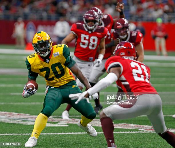 Tim Cook of the Arizona Hotshots runs around Duke Thomas of the San Antonio Commanders to score a touchdown during an Alliance of American Football...