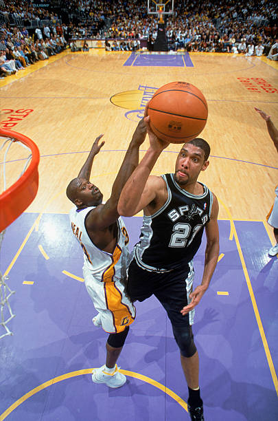 f509f5739 Tim Duncan  21 of the San Antonio Spurs shoots a layup over Shaquille O