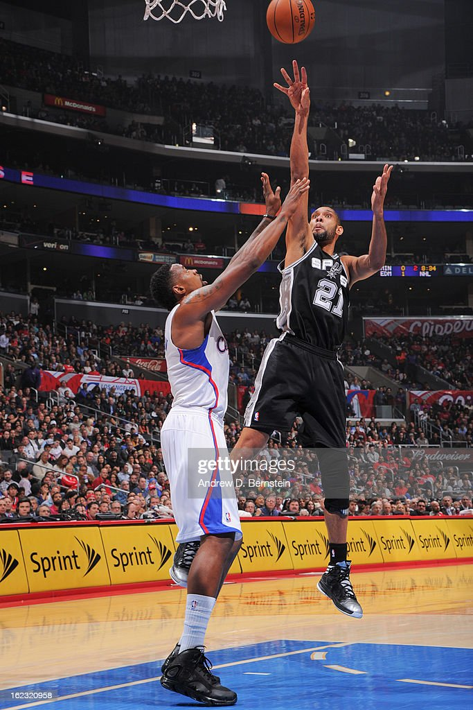 Tim Duncan #21 of the San Antonio Spurs shoots in the lane against DeAndre Jordan #6 of the Los Angeles Clippers at Staples Center on February 21, 2013 in Los Angeles, California.