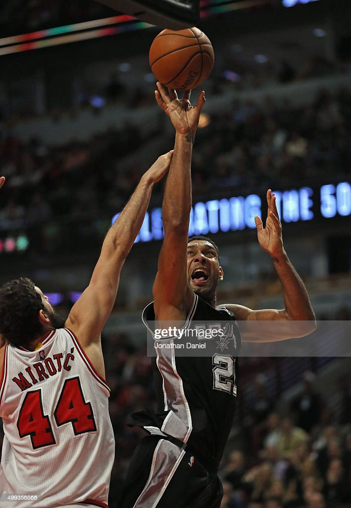 Tim Duncan #21 of the San Antonio Spurs shoots over Nikola Mirotic #44 of the Chicago Bulls at the United Center on November 30, 2015 in Chicago, Illinois. The Bulls defeated the Spurs 92-89. Note to User: User expressly acknowledges and agrees that, by downloading and or using the photograph, User is consenting to the terms and conditions of the Getty Images License Agreement.