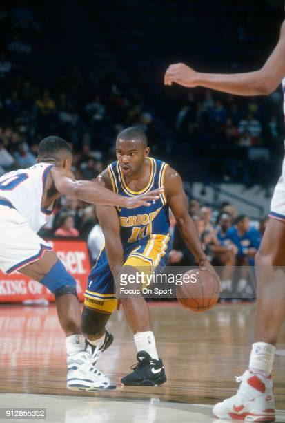 Tim Hardaway of the Golden State Warriors dribbles the ball against the Washington Bullets during an NBA basketball game circa 1992 at the Capital...
